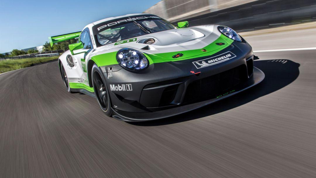 动力强劲、性能出众的极速跑车:新款保时捷911 GT3 R