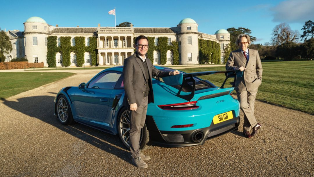 Ragnar Schulte, General Manager, Marketing and Motorsport, Porsche Cars GB, and The Duke of Richmond and Gordon, l-r, 911 GT2 RS, Goodwood House, Great Britain, 2018, Porsche AG