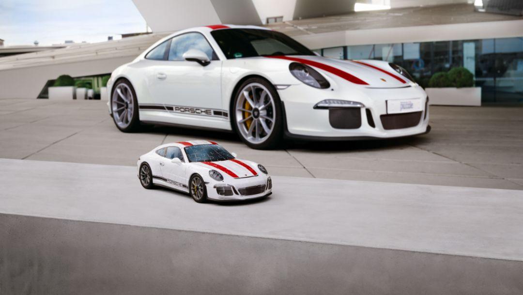 A Porsche 911 R in puzzle pieces