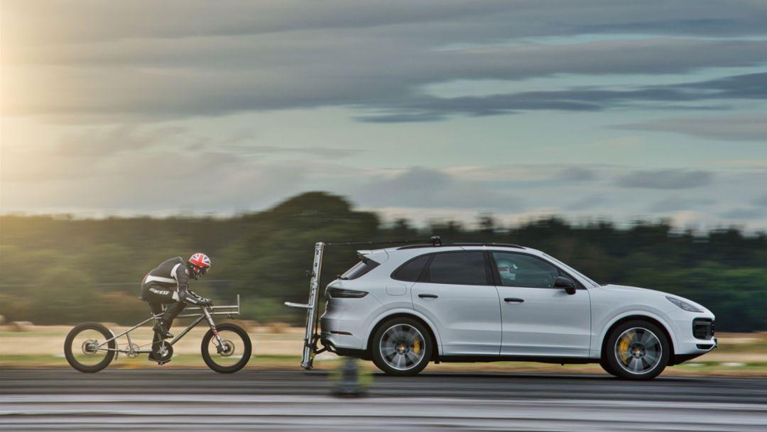 Porsche hilft bei Geschwindigkeitsrekord