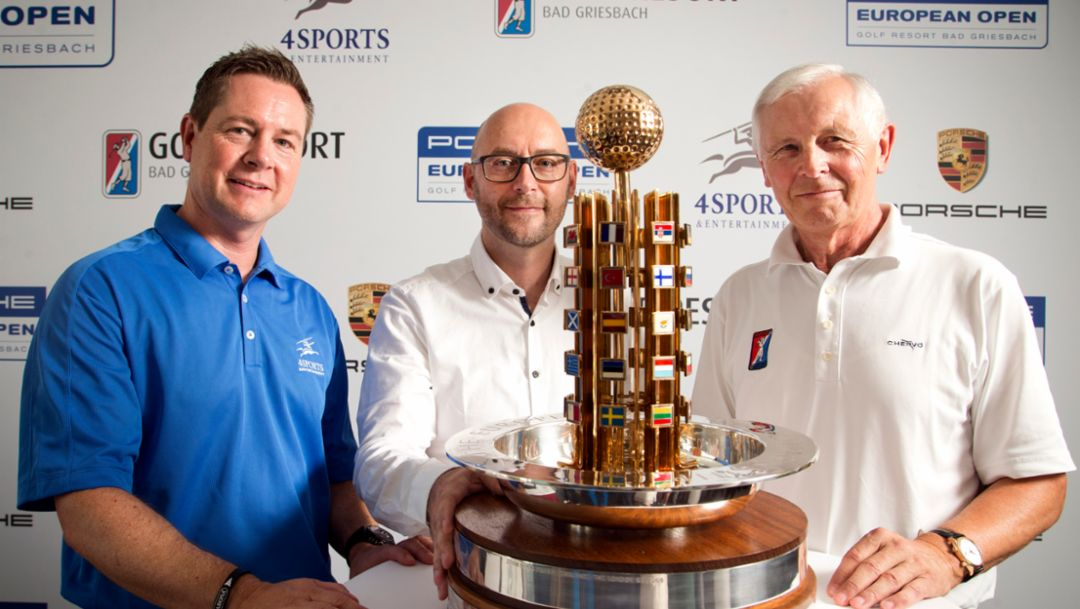 (r.-l.) Dominik Senn, Turnierdirektor & CEO 4sports & Entertainment AG, Oliver Eidam, Leiter Markenkpartnerschaften & Sponsoring Porsche AG, Dr. h.c. Hans-Dieter Cleven, Gesellschafter Hartl Resort, Bad Griesbach, 2015, Porsche AG