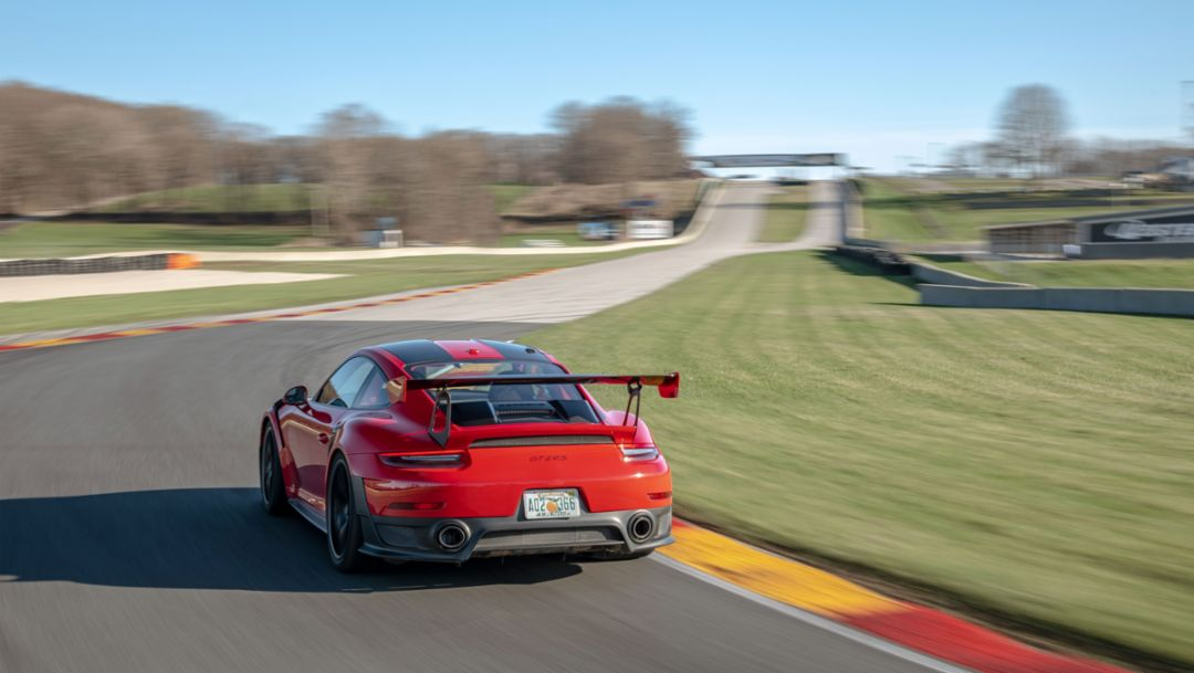 GT2 RS sets production car lap record at Road America