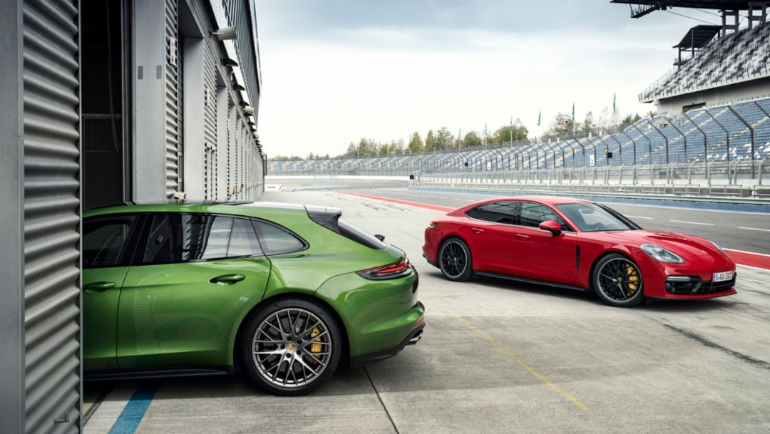 Two athletes join the Porsche Panamera family