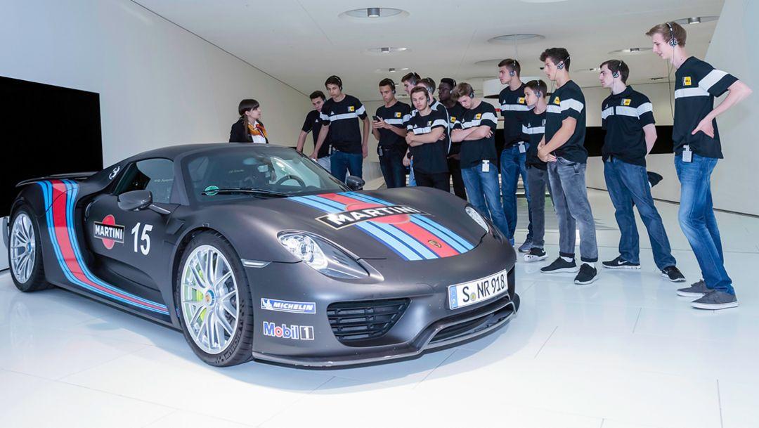 Nachwuchs der Porsche BBA Ludwigsburg im Porsche-Museum, Porsche Jugendförderung, 2016, Porsche AG