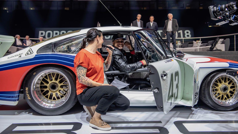 Лина ван де Марс, Жаки Икс (слева направо), Porsche 935/78, восьмая ночь звуков Porsche Sound Nacht, Porsche Arena, 2018, Porsche AG