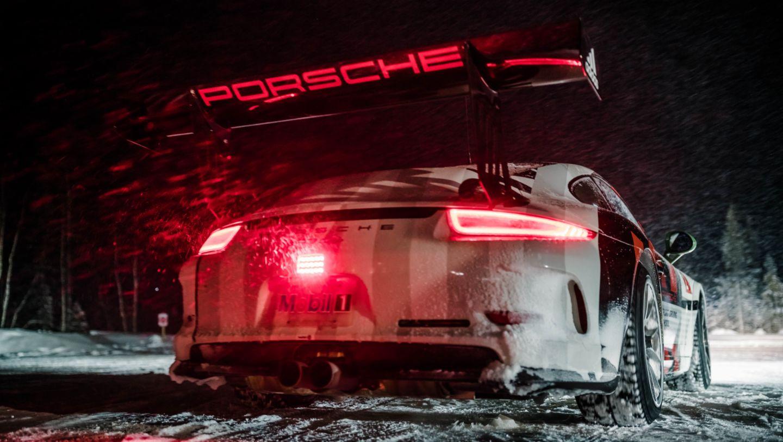 在芬兰Levi举行的保时捷凌驾风雪活动中的911 GT3 Cup