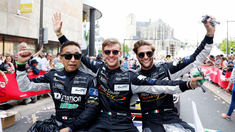 Dempsey Proton Racing (88), Satoshi Hoshino (JAP), Matteo Cairoli (I), Giorgio Roda (I), l-r, Fahrerparade, FIA WEC, Le Mans, 2019, Porsche AG