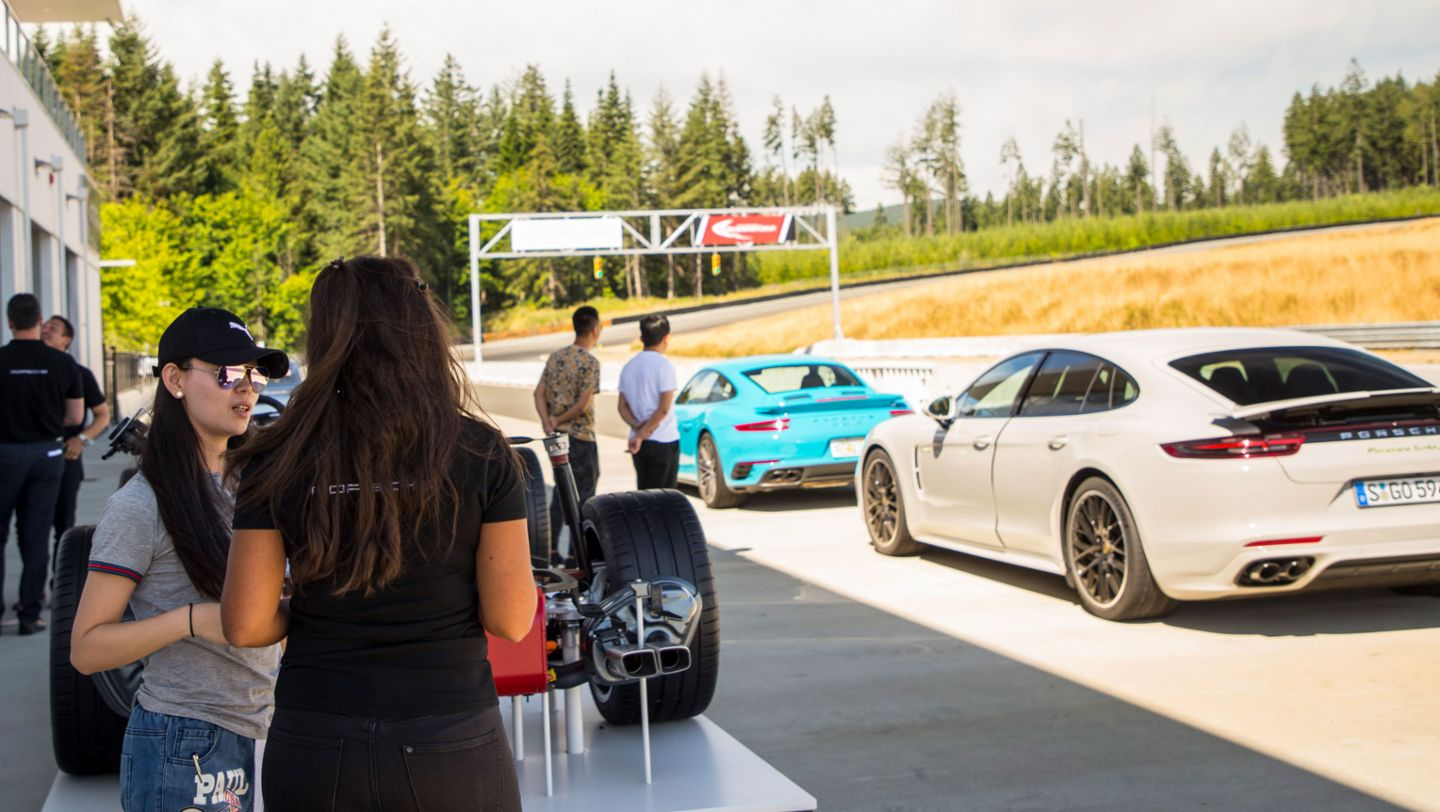 Journalists, 911 Turbo S, Panamera Turbo S E-Hybrid, Vancouver Island Motorsport Circuit, Canada, 2017, Porsche AG