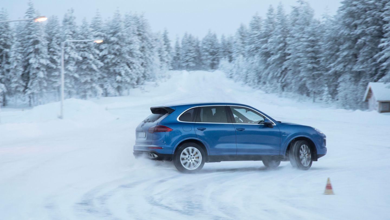 Cayenne S Diesel, winter driving event, Finland, 2016, Porsche AG