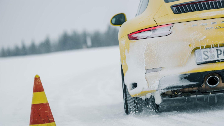 在芬兰Levi举行的保时捷凌驾风雪活动中的911 Carrera S