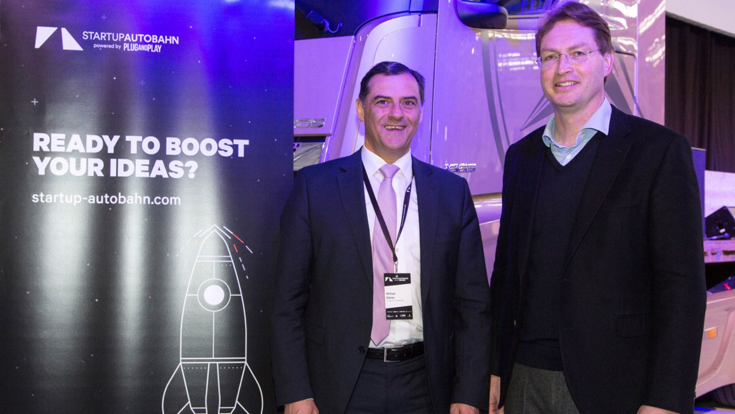 Michael Steiner, member of the Executive Board at Porsche AG, Research and Development, Ola Källenius, member of the Board of Management of Daimler AG. Group Research & Mercedes-Benz Cars Development, l-r, Startup Autobahn Expo Day, Stuttgart, 2017, Porsche AG