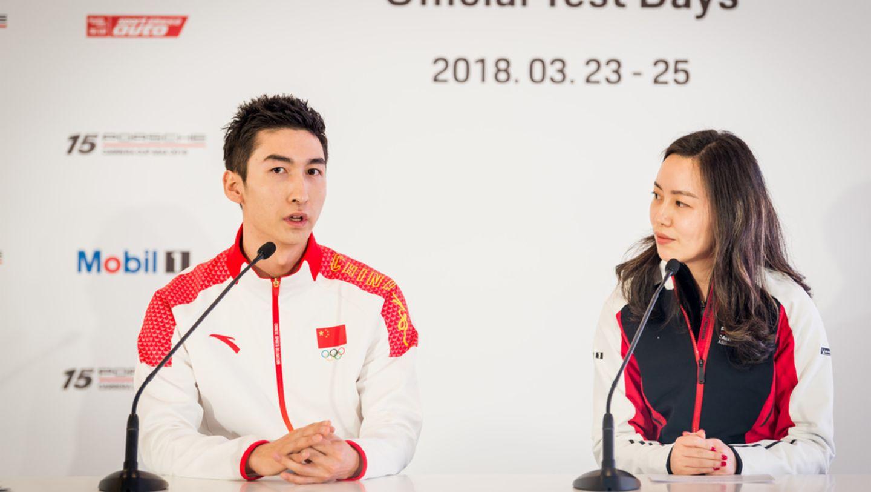 武大靖在官方试车日新闻发布会上对话保时捷中国公关传媒总监唐凤靓女士