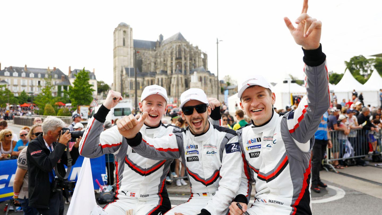 Porsche GT Team (94), Dennis Olsen (N), Sven Müller (D), Mathieu Jaminet (F), l-r, Fahrerparade, FIA WEC, Le Mans, 2019, Porsche AG