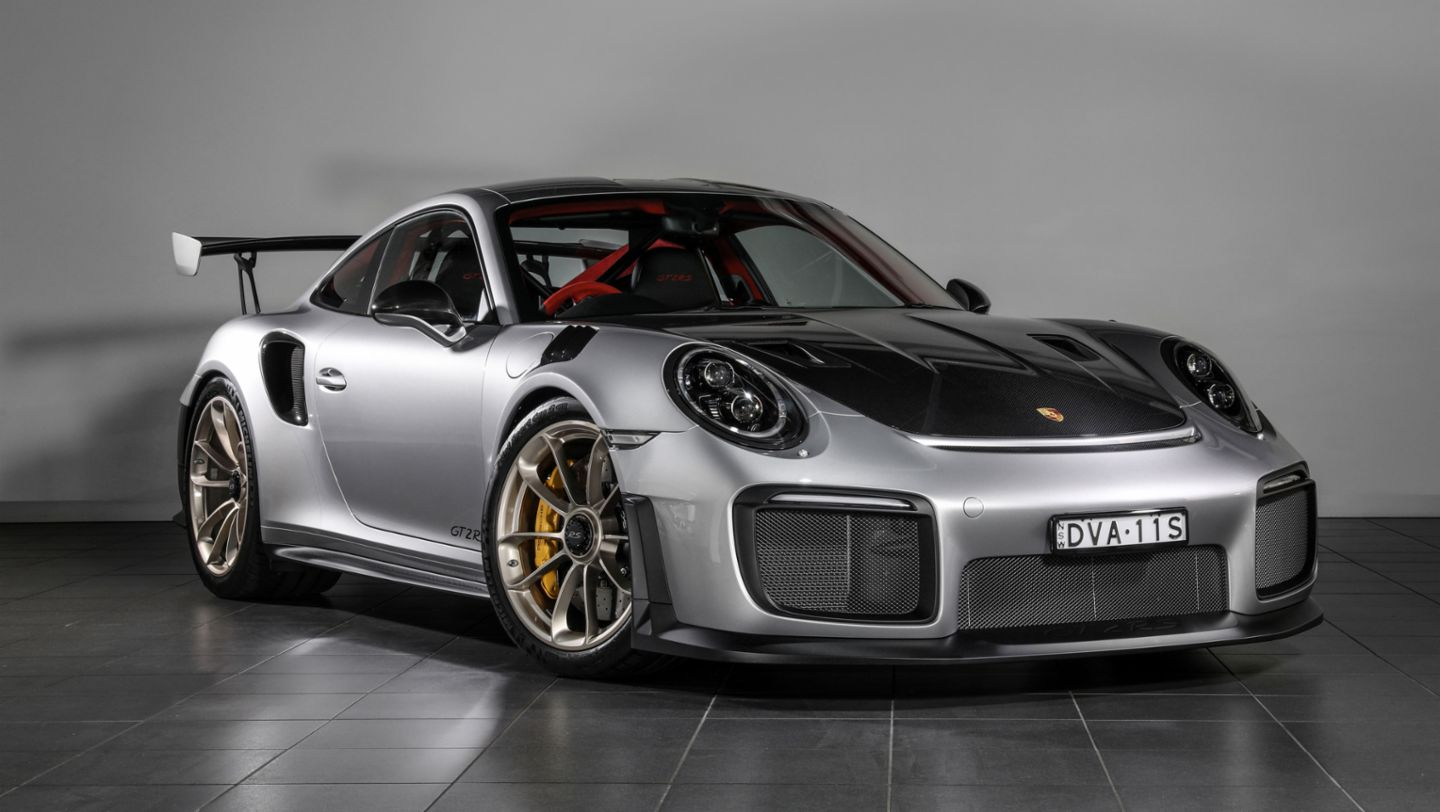 mark webber and the porsche 911 gt2 rs star at the 2018 australian grand prix. Black Bedroom Furniture Sets. Home Design Ideas