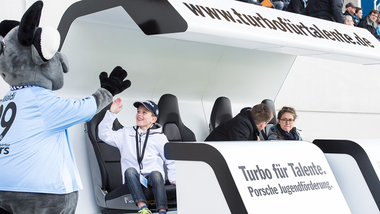 Porsche Coaching-Bank, 2016, Porsche AG