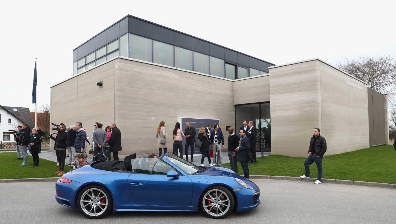 Porsche Sylt exterior view, 911 Carrera 4S, Grand Opening of Porsche on Sylt, Sylt, Germany, 2017, Porsche AG