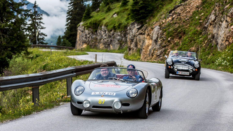 718 RS 60, Mark Webber, works driver (up front r.), 2016, Porsche AG