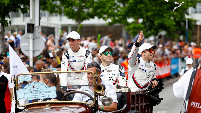 Romain Dumas, Sven Müller, Timo Bernhard, l-r, drivers parade, Le Mans, 2018, Porsche AG