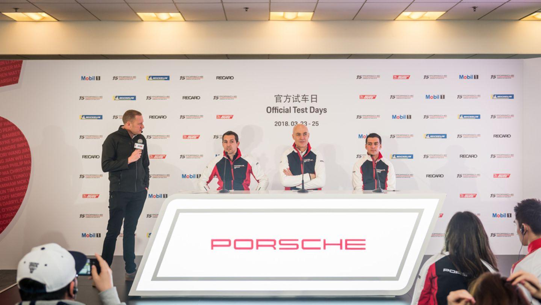亚洲保时捷卡雷拉杯赛事经理Jochen Schaefer (左),保时捷亚太赛车运动部门负责人季博安(右),保时捷中国市场副总裁柏曼德博士(中)