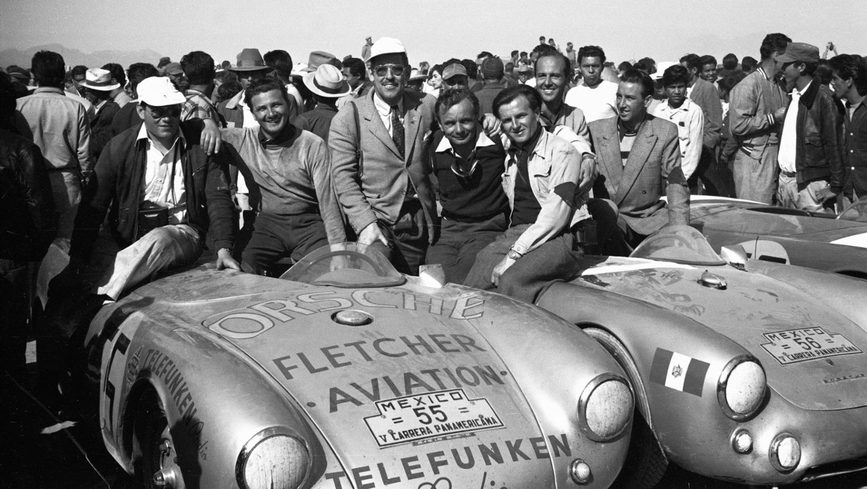Herbert Linge (l.-r.), Hans Herrmann, Huschke von Hanstein, Jaroslav Juhan, Porsche 550 Spyder, Carrera Panamericana, 1954, Porsche AG