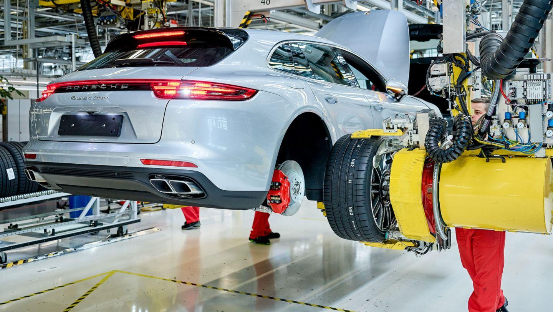 Panamera Turbo Sport Turismo, production, Leipzig, 2017, Porsche AG