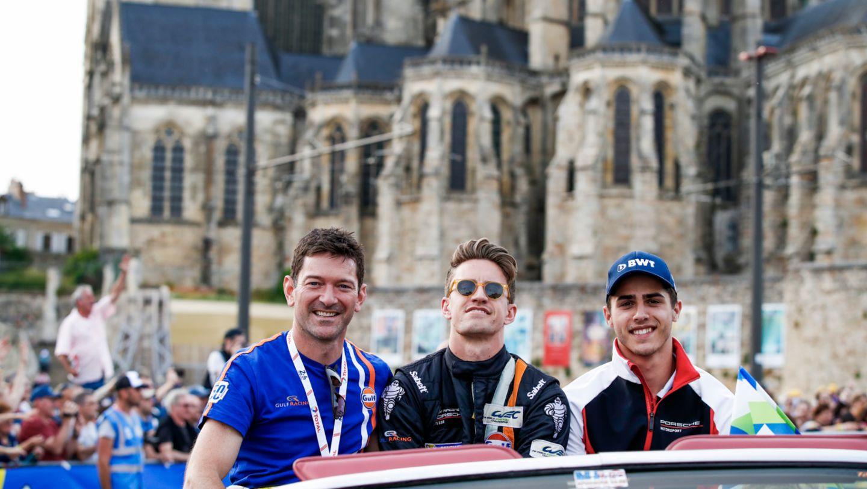 Gulf Racing (86), Michael Wainwright (GB), Ben Barker (GB), Thomas Preining (A), l-r, Fahrerparade, FIA WEC, Le Mans, 2019, Porsche AG