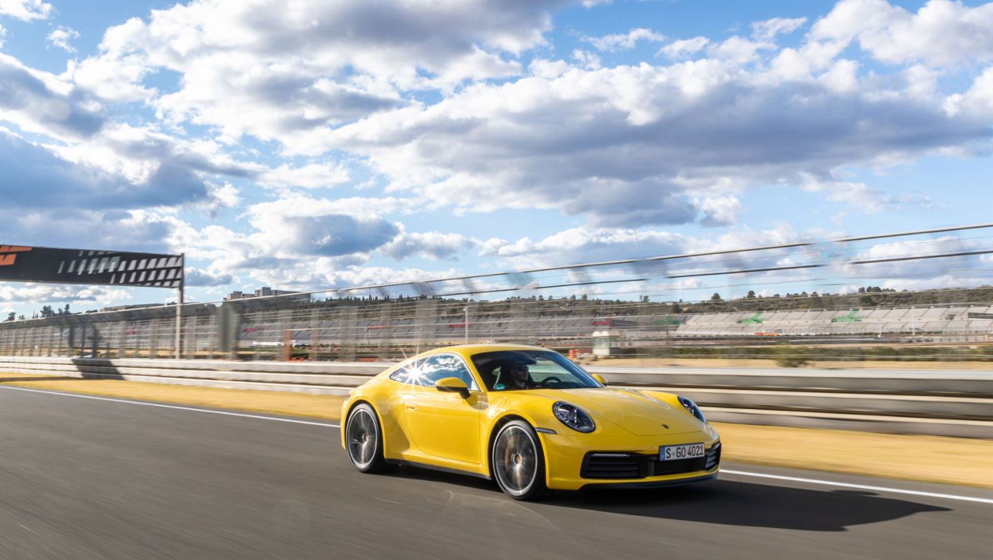 911 Carrera S (цвет Racing Yellow), гоночная трасса Рикардо Тормо, Валенсия, 2019, Porsche AG