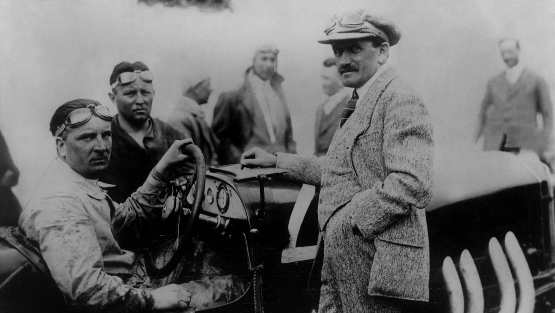 Alfred Neubauer (l.), Rennleiter, Ferdinand Porsche (r.), Targa Florio 1924, Porsche AG