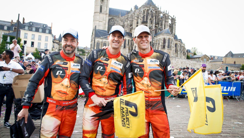 Team Project 1 (56), Egidio Perfetti (N), Patrick Lindsey (USA), Joerg Bergmeister (D), l-r, Fahrerparade, FIA WEC, Le Mans, 2019, Porsche AG